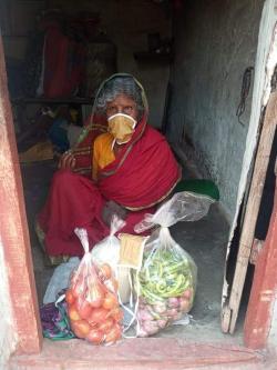 Une indienne portant un masque